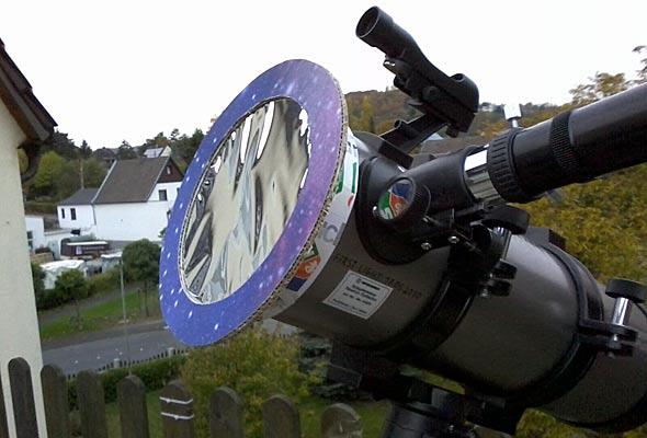 Der selbst gebaute AstroSolar-Sonnenfilter vor der Teleskopöffnung, (c) Daniel Bockshecker