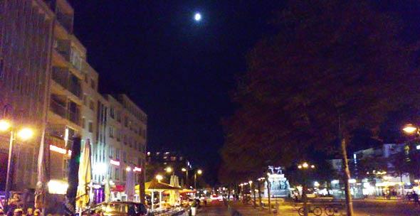 Lichtverschmutzung in Köln - nur den Mond bleibt am Nachtkimmel sichtbar, (c) Daniel Bockshecker