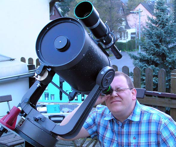 Daniel Bockshecker an seinem neuen Teleskop