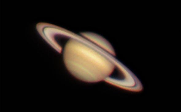Blutmond über bayern am teleskop mit mondfinsternis guckern in