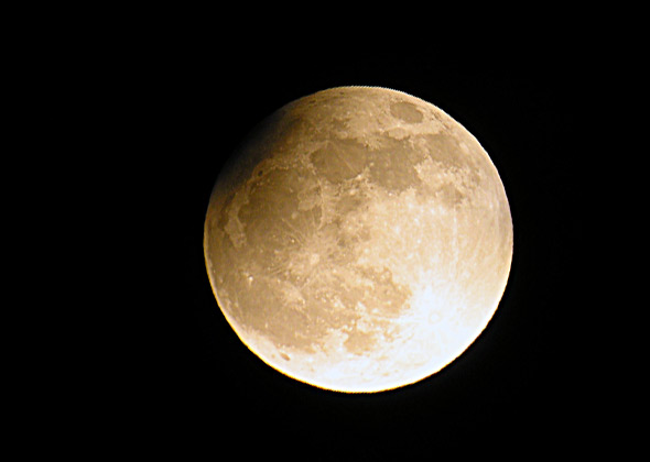 Partielle Mondfinsternis, 25.04.2013, (c) C. Preuß