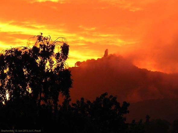 Der Drachenfels im Licht der untergehenden Sonne, 13.06.2013, (c) C. Preuß