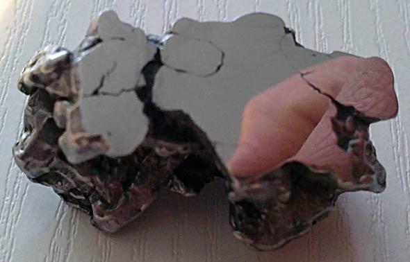 Die polierte Sägekante des Eisenmeteoriten, (c) Daniel Bockshecker