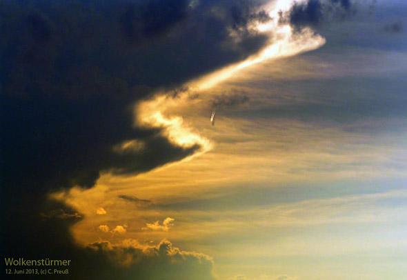 Flugzeug in den Wolken, 06-2013, (c) C. Preuß
