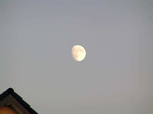 Der Mond über Bonn-Endenich, (c) C. Preuß